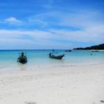 The stunning white sand beach at the diving project in Koh Phangan