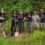 Group of volunteers making a difference in Borneo