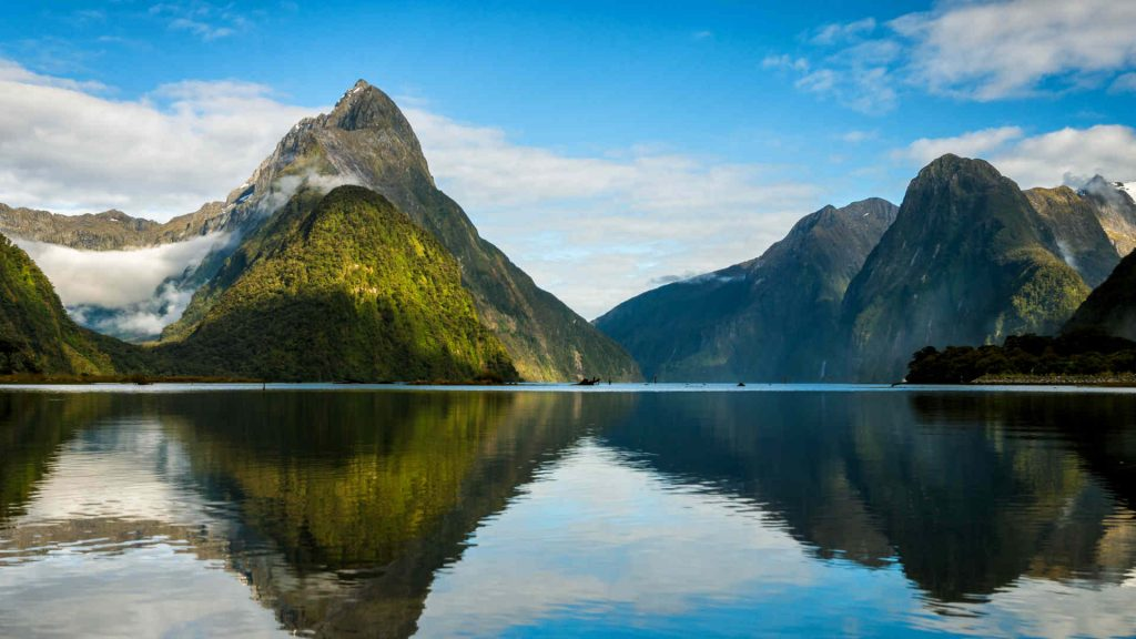 The beautiful Milford Sound in New Zealand