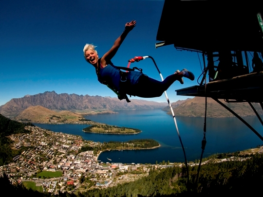 Lake-Wakatipu-Queenstown-Bungy jump