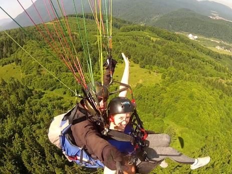 Oyster volunteer paragliding in Brasov, Romania