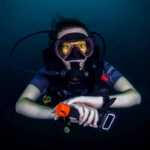 A research diver to the ready