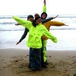 Despite the rain, volunteers still love the beach in Australia