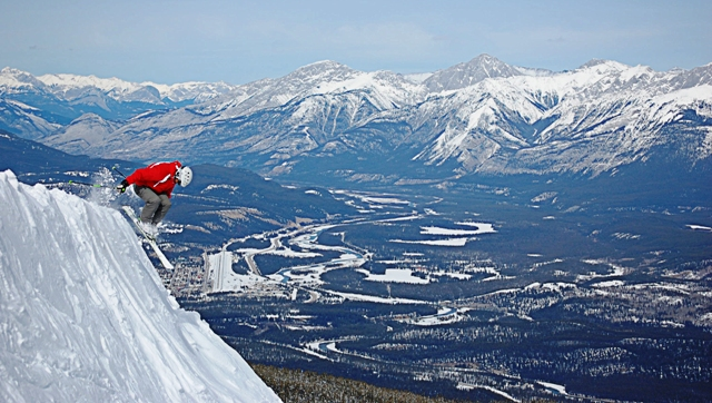 Marmot-Basin_Town-Skier