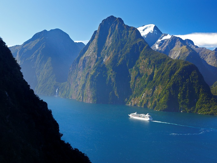 View of Milford-Sound-Fiordland