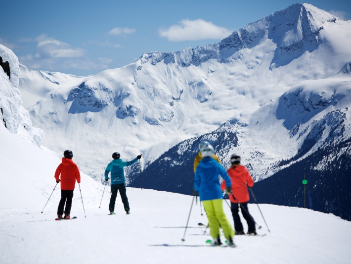 Enjoy awesome views when on a ski lesson in Whistler